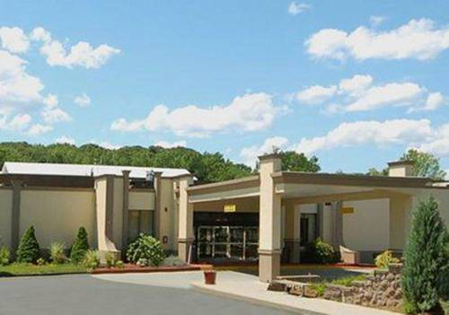 Clarion hotel aqua lagoon waterpark west springfield massachusetts ma for Olive garden west springfield ma