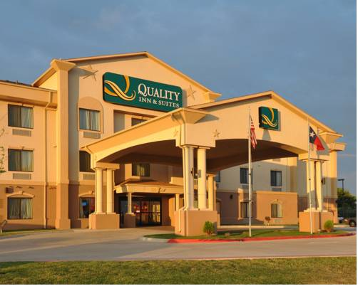 Quality Inn Amp Suites Lubbock Texas Hotel Motel Lodging