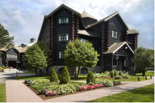 Fairmont Le Chateau Montebello - Quebec romantic getaways