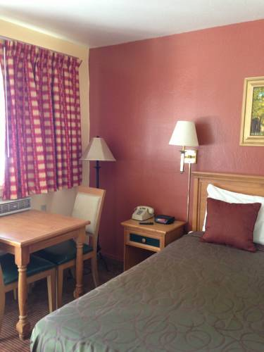 Located in South Lake Tahoe is the Budget Inn South Lake Tahoe