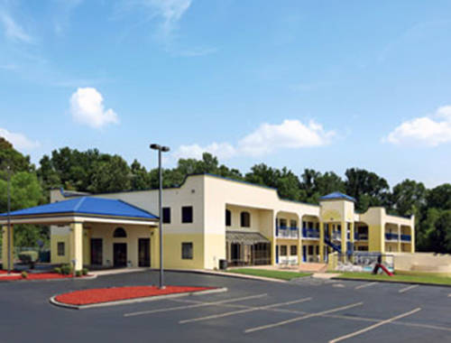 Days inn and suites memphis tennessee hotel motel for Motels near graceland memphis tn