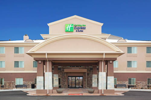 Brighton colorado hotel motel lodging for Hotels in brighton with swimming pool