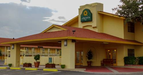 Fort stockton texas hotel motel lodging for Swimming pool in fort stockton tx