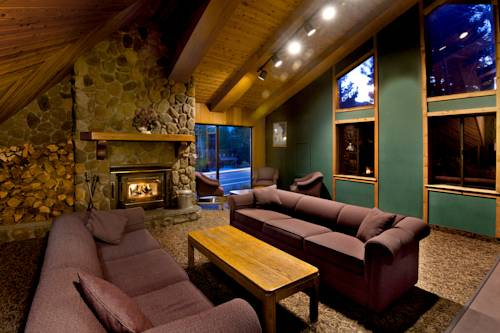 Located in Mammoth Lakes is the Sierra Lodge