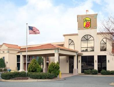 Super 8 by wyndham huntersville charlotte area for Motels close to charlotte motor speedway