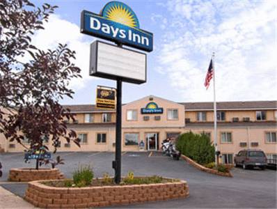 Days inn by wyndham custer custer south dakota hotel for Cabins near custer sd