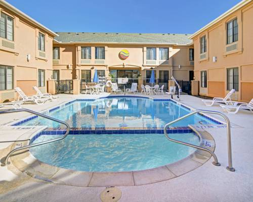 Comfort inn suites dfw airport south irving texas tx for Olive garden duncanville tx 75116