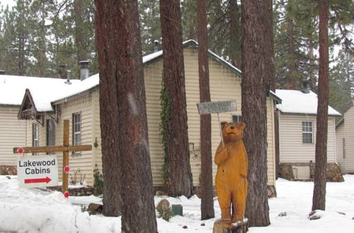 Located in Big Bear Lake is the Lakewood Cabins