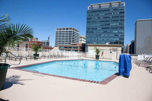 Hotels Near I-94 and I-290 in Chicago, IL