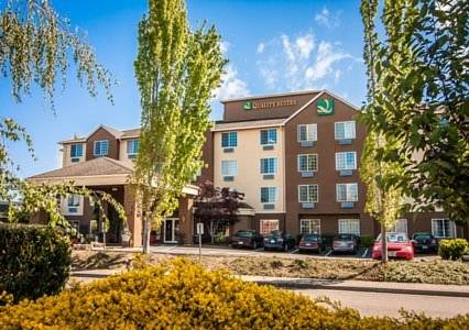 Hotels Near Woodburn Premium Outlets