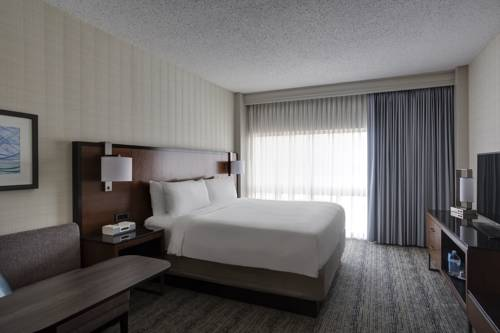Hotels Near Houston George Bush Intercontinental Airport in Houston, TX