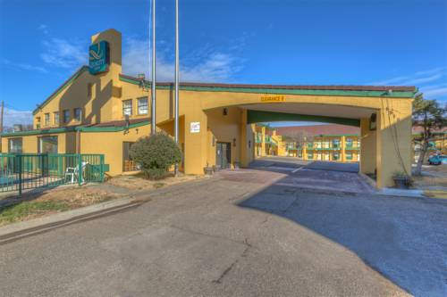 Quality inn east amarillo texas tx for Amarillo parks and recreation swimming pools
