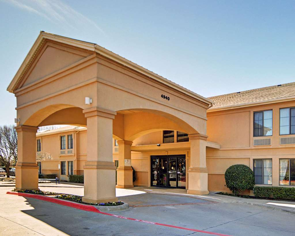 Hotels Near Irving Mall in Irving, TX