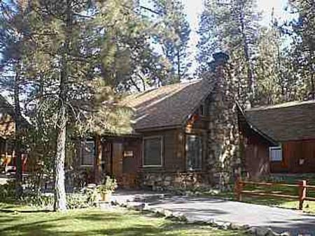 Located in Big Bear Lake is the Golden Bear Cottages