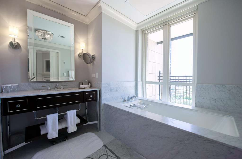 Grand Deluxe King Bathroom