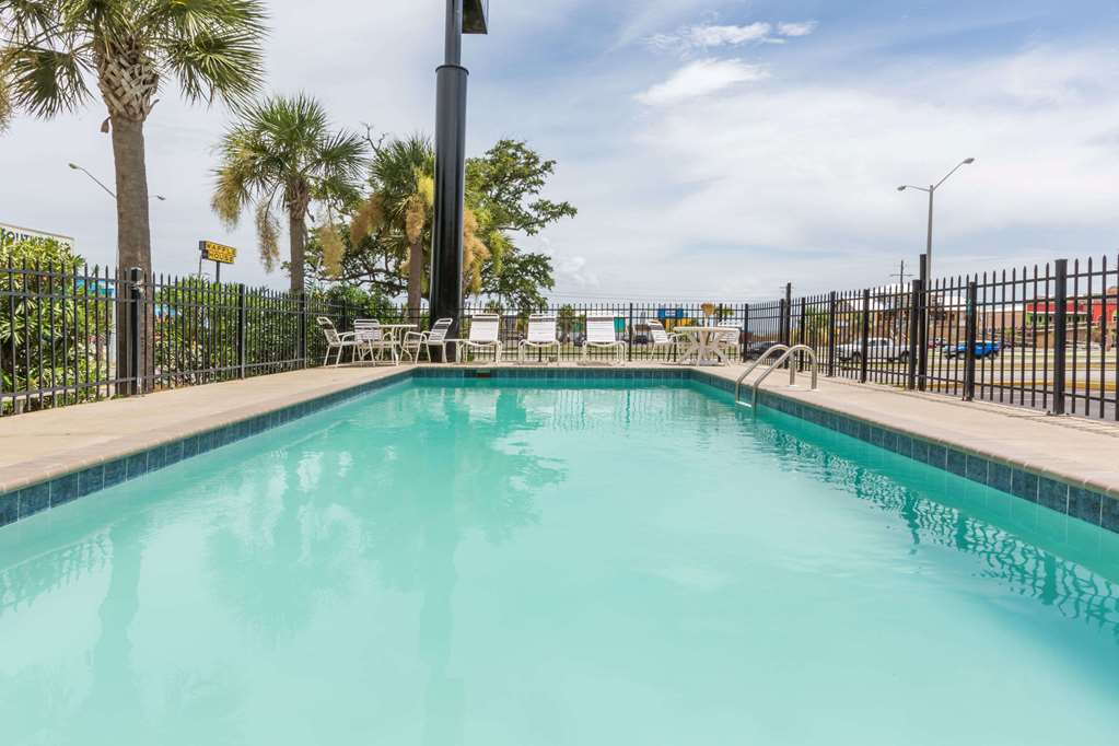 Days Inn By Wyndham Biloxi Beach 1768 Beach Blvd