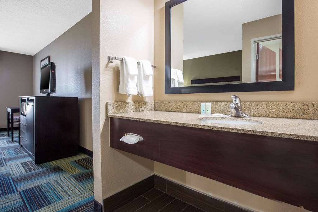Quality Inn Suites Arnold St Louis 3610 West Outer Rd