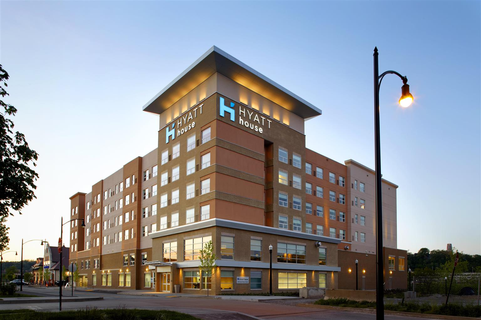 Hotels Near UPMC Mercy Hospital in Pittsburgh, PA