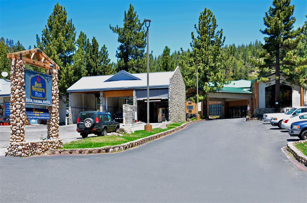 Located in Mammoth Lakes is the BEST WESTERN PLUS High Sierra Hotel